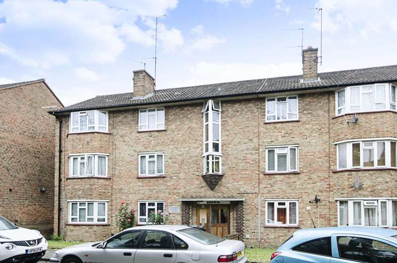 Flat in  Cricklewood Lane  Childs Hill  NW2  Richmond