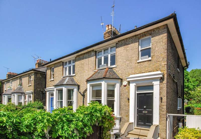 Flat in  Park Road  Twickenham  TW1  Richmond