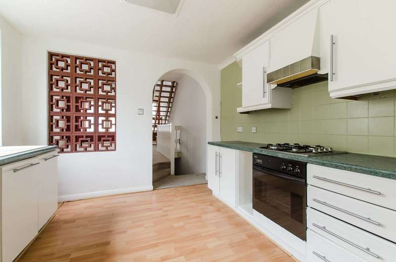 Flat in  Boundary Road  Colliers Wood  SW19  Richmond
