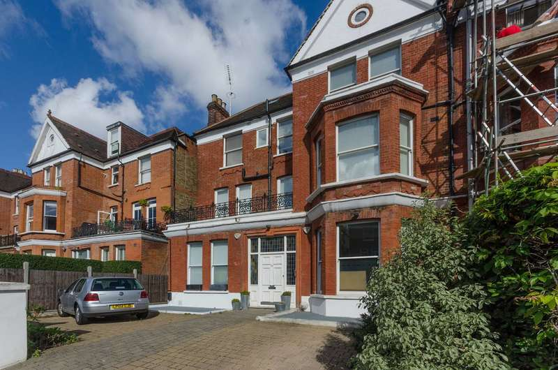 Flat in  Canfield Gardens  Hampstead  NW6  Richmond