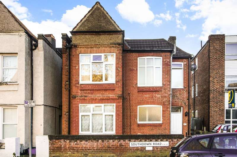 Flat in  Southdown Road  London  SW20  Wimbledon
