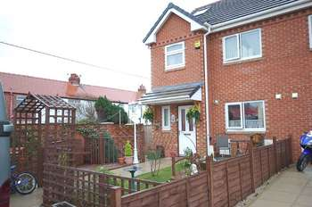 4 Bedrooms End Of Terrace House for sale in Langwood Mews