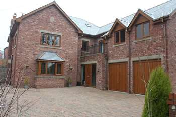 5 Bedrooms Detached House for sale in Longworth Road, Bolton