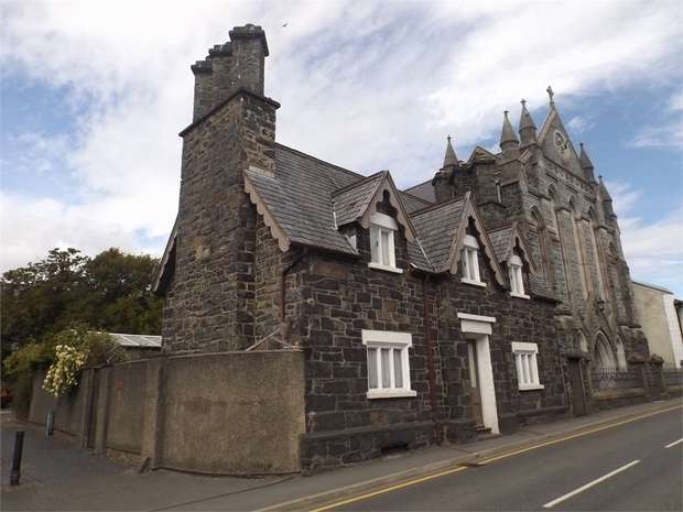 3 Bedrooms Detached House for sale in Station Road, Llanrwst, Conwy