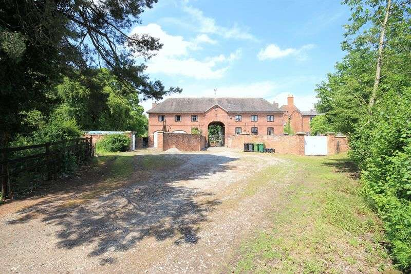 5 Bedrooms Detached House for sale in Claypit Street, Whitchurch