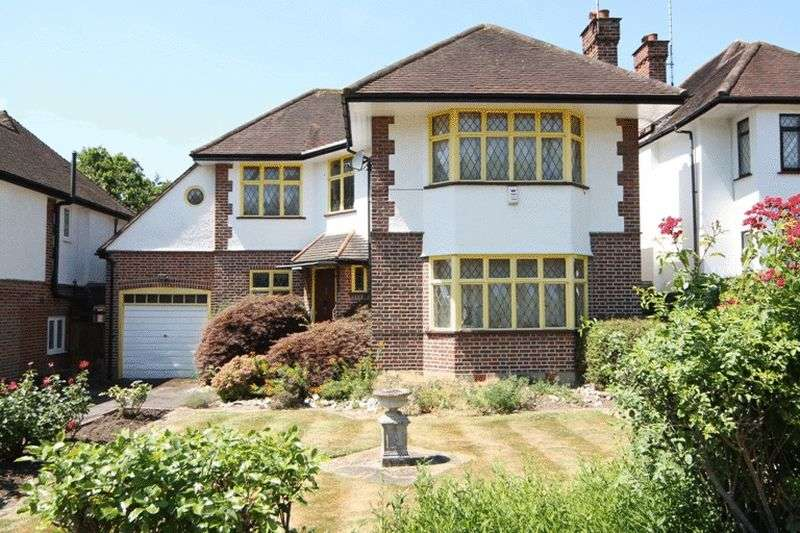 3 Bedrooms Detached House for sale in West Drive, Harrow