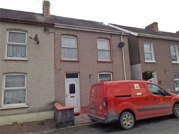 3 Bedrooms Semi Detached House for sale in College View, Llandovery, Carmarthenshire