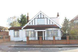 6 Bedrooms House for sale in Barkingside, Ilford, Essex