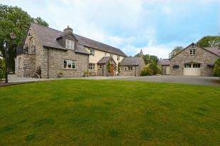 6 Bedrooms Detached House for sale in Wern Road, Rhosesmor, Mold, Flintshire, CH7