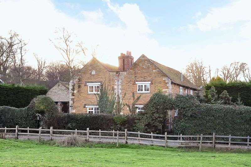 5 Bedrooms Detached House for sale in Denton NG32