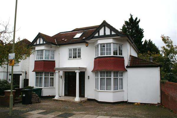 6 Bedrooms Detached House for sale in Elliot Road, Nw4, Hendon