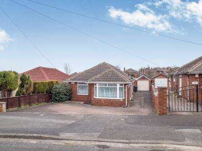 3 Bedrooms Bungalow for sale in Eaton Avenue, Arnold, Nottingham, Nottinghamshire