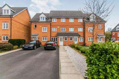 4 Bedrooms Terraced House for sale in Lawnhurst Avenue, Manchester, Greater Manchester