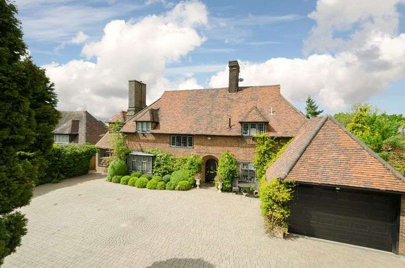 5 Bedrooms Detached House for sale in Manor Road, Chigwell