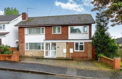 5 Bedrooms Detached House for sale in Quentin Drive, Dudley, West Midlands