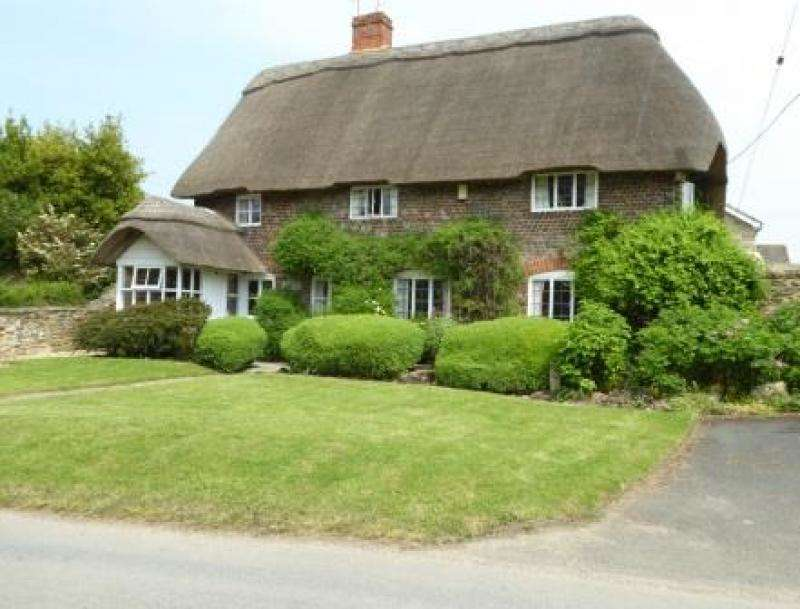 3 Bedrooms Detached House for sale in Manor Cottage