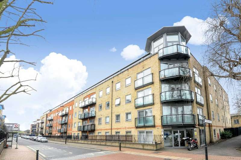 3 Bedrooms Flat for sale in Stanton House, Rotherhithe