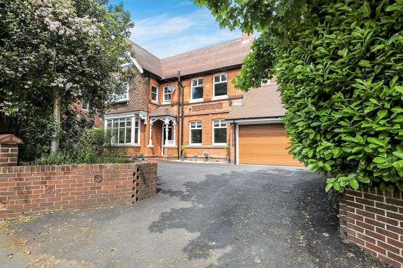 5 Bedrooms Detached House for sale in Burton Road, Ashby-De-La-Zouch, Leicestershire LE65 2LL