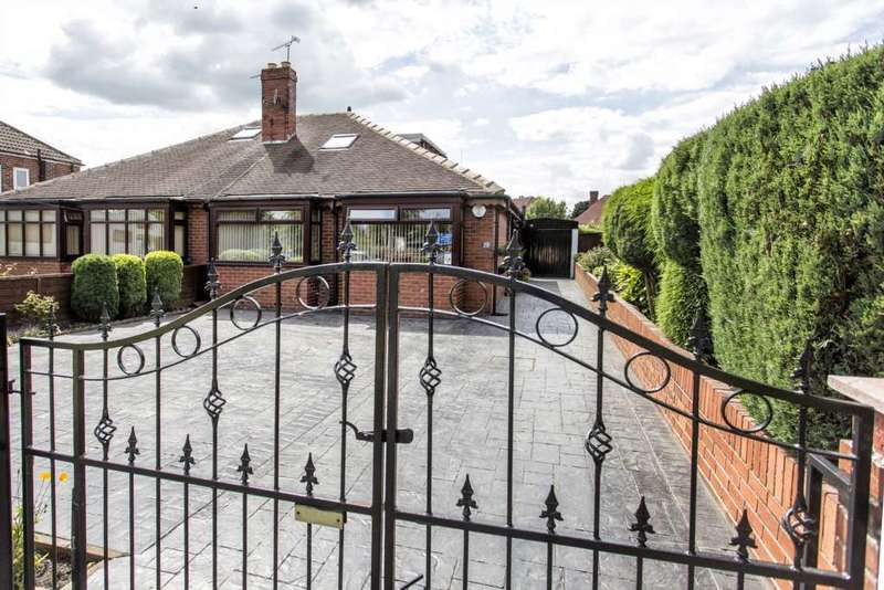 3 Bedrooms Bungalow for sale in St Philips Avenue, Middleton