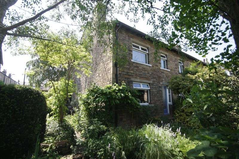 3 Bedrooms Terraced House for sale in Parkfield Avenue, Elland