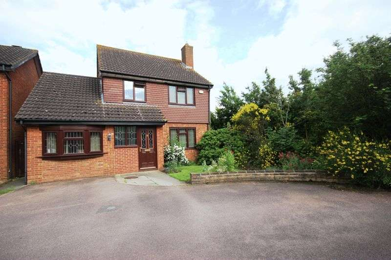 4 Bedrooms Detached House for sale in Bracken Place, Riverfield, Bedford