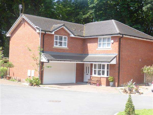 4 Bedrooms Detached House for sale in Crompton Hall, Shaw, Oldham