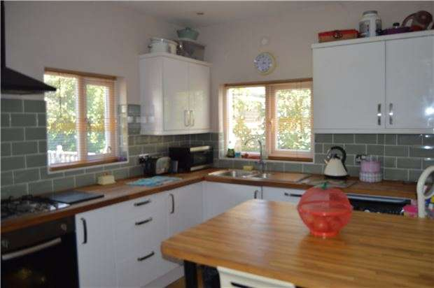 2 Bedrooms Detached House for sale in Battle Road, East Sussex, TN37