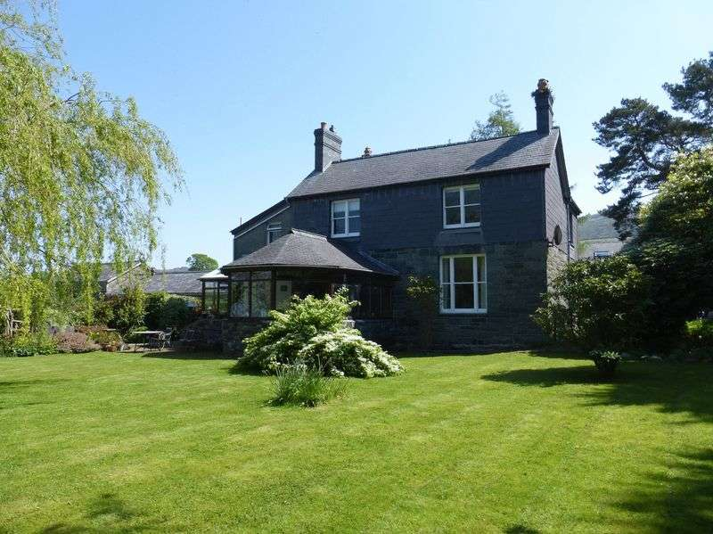 4 Bedrooms Detached House for sale in Llanllechid
