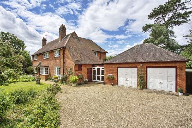 4 Bedrooms Detached House for sale in Great Amwell, Hertfordshire