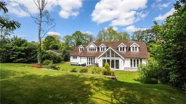 4 Bedrooms Detached House for sale in Heath Ride, Finchampstead, Wokingham, RG40 3QE