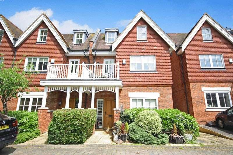 4 Bedrooms Semi Detached House for sale in EWELL VILLAGE