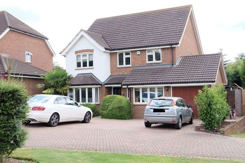 4 Bedrooms Detached House for sale in Curates Walk, Dartford