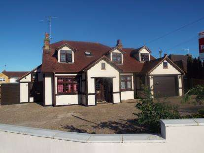6 Bedrooms Detached House for sale in Leigh-On-Sea, Essex