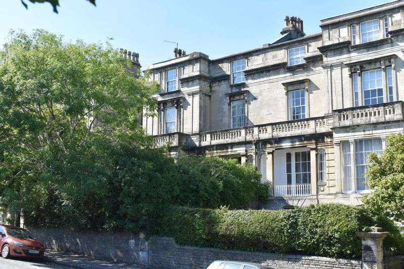 3 Bedrooms Flat for sale in Cotham Road, Cotham