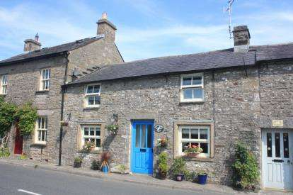 3 Bedrooms House for sale in Main Street, Whittington, Carnforth, Lancashire, LA6