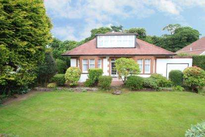 4 Bedrooms Bungalow for sale in Forrestfield Crescent, Newton Mearns