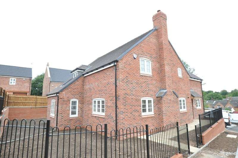 4 Bedrooms Detached House for sale in High Street, Abbots Bromley
