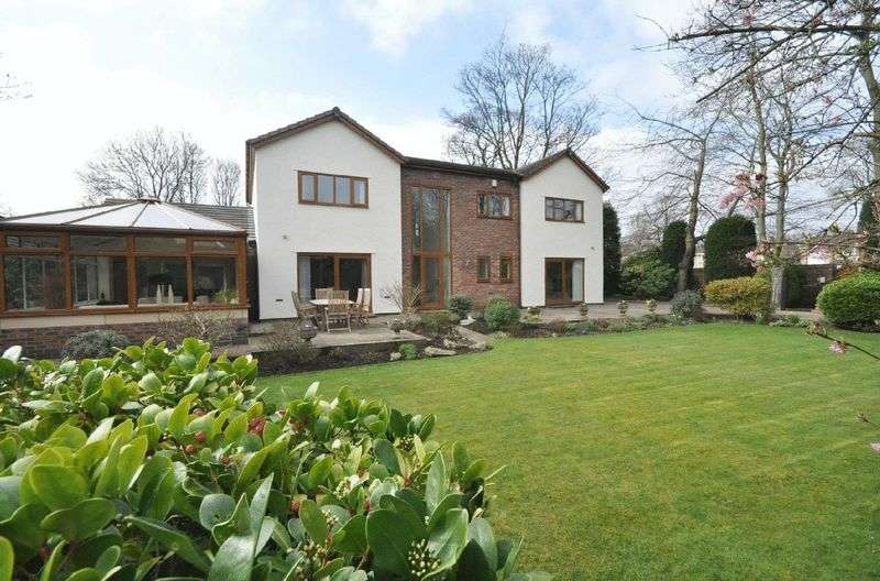 4 Bedrooms Detached House for sale in Manchester Road, Bury