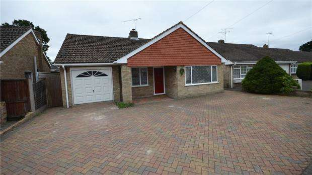 4 Bedrooms Detached Bungalow for sale in 88 Bell Lane, Blackwater, Camberley, GU17 0JX