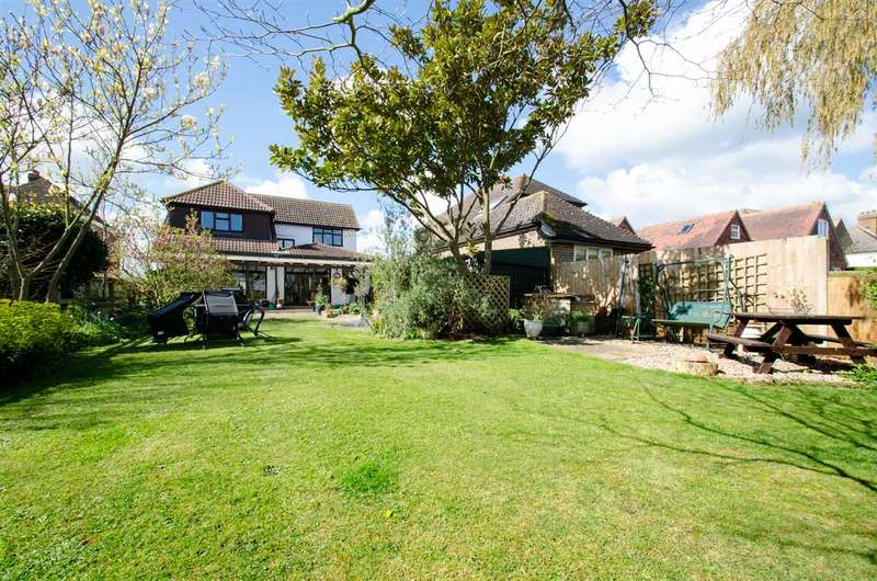 5 Bedrooms Detached House for sale in White Acres, Hearts Delight Road, Tunstall, Sittingbourne