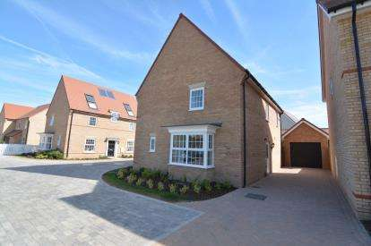 5 Bedrooms Detached House for sale in Stanford-Le-Hope, Essex, United Kingdom