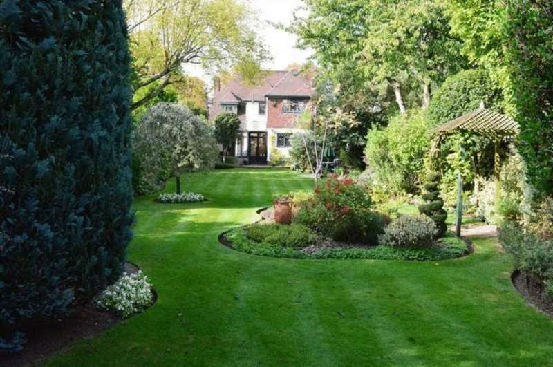 4 Bedrooms House for sale in The Avenue, Sunbury-On-Thames