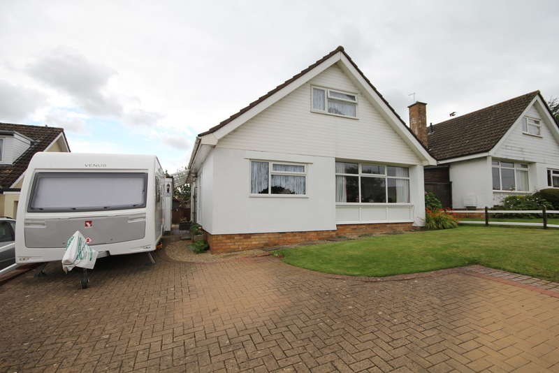 3 Bedrooms Detached Bungalow for sale in Church Road, Frampton Cotterell, Bristol BS36 2AB