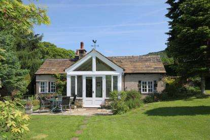 3 Bedrooms Bungalow for sale in Riddings Lane, Curbar, Hope Valley, Derbyshire
