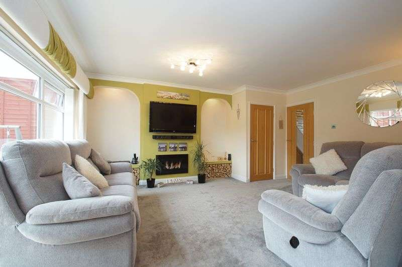 4 Bedrooms Terraced House for sale in Barlich Way, Lodge Park, Redditch, Worcestershire