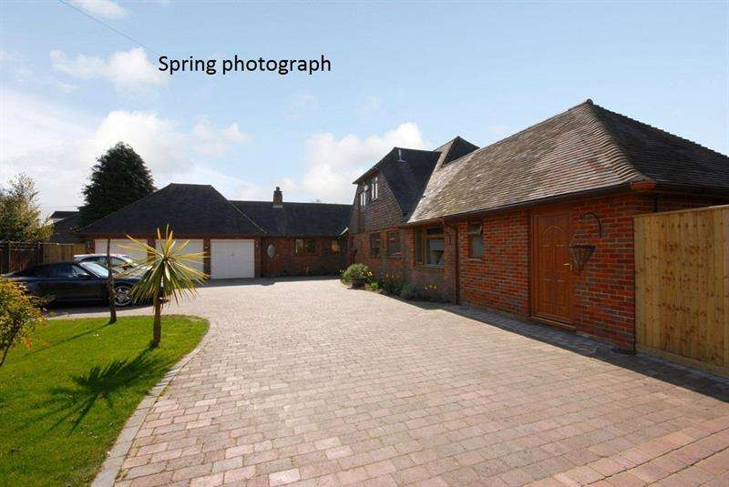 4 Bedrooms Chalet House for sale in Eastworth Road, Verwood