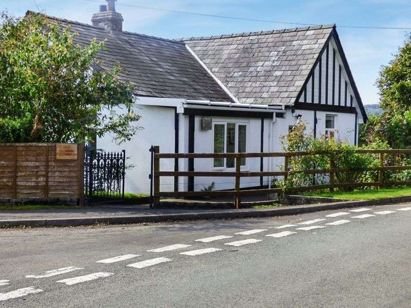 3 Bedrooms Detached Bungalow for sale in Llanwrin, Machynlleth, SY20 8QH
