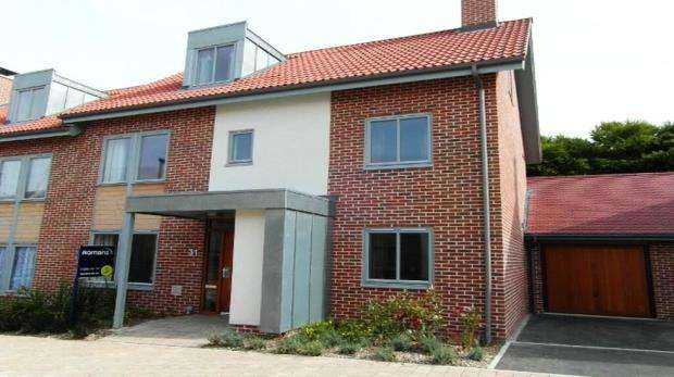 5 Bedrooms Semi Detached House for sale in 31 Mailing Way, Basingstoke, Hampshire, RG24 9TH