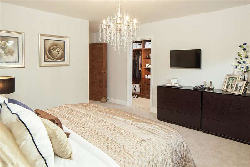 5 Bedrooms Detached House for sale in Oldfield Drive, Haywards Heath, West Sussex