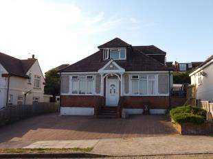 4 Bedrooms Bungalow for sale in Ravenswood Avenue, Rochester, Kent, .
